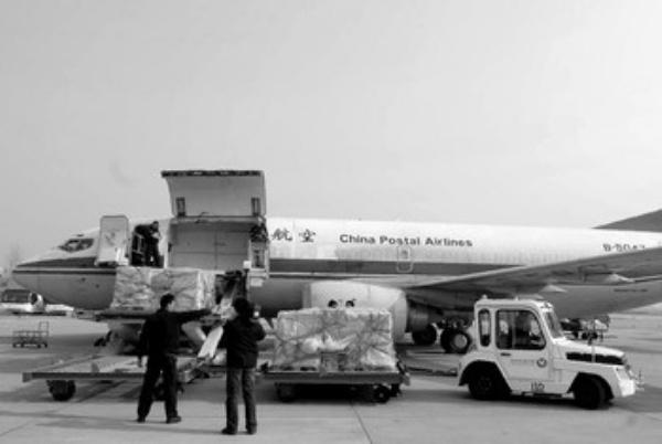 飞机上装载货物
