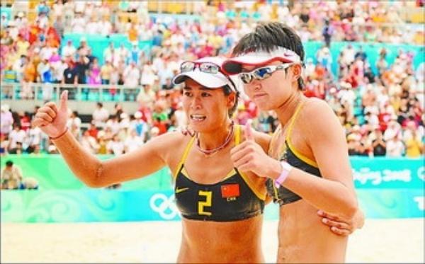 8月19日,在北京奥运会沙滩排球女子半决赛中,中国队王洁/田佳战胜
