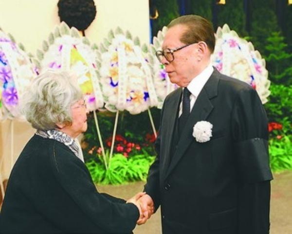 钱学森同志遗体在京火化 有一种人格可以激励一生———各界人士深情