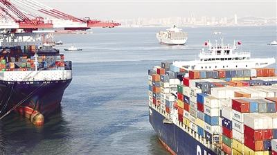 11月7日,青岛港集装箱码头一角.青岛港口吞吐量已居世界港口第七位.