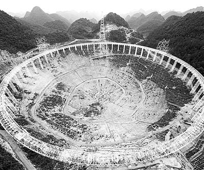 fast有30个足球场大的接收面积,将是国际上最大的单口径射电望远镜.